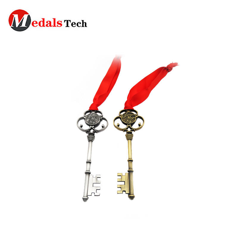 Promotional metal cheap custom santa key for Christmas gifts
