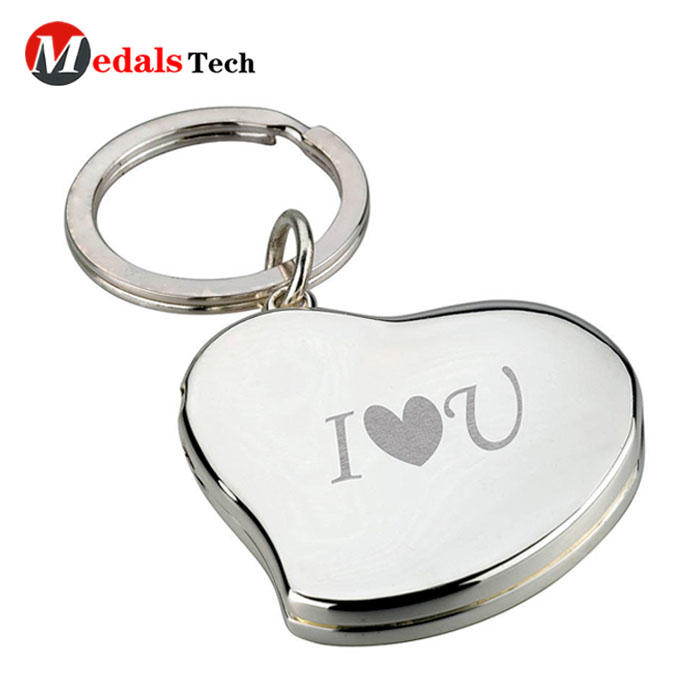 Factory price metal love heart shape silver plated  keychain