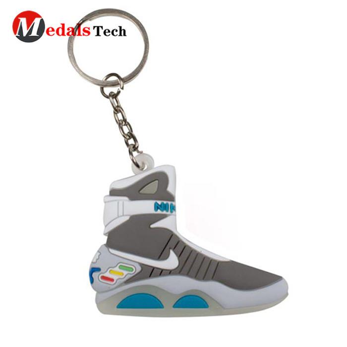 Cheap professional 3d pvc sneaker running shoe keychain