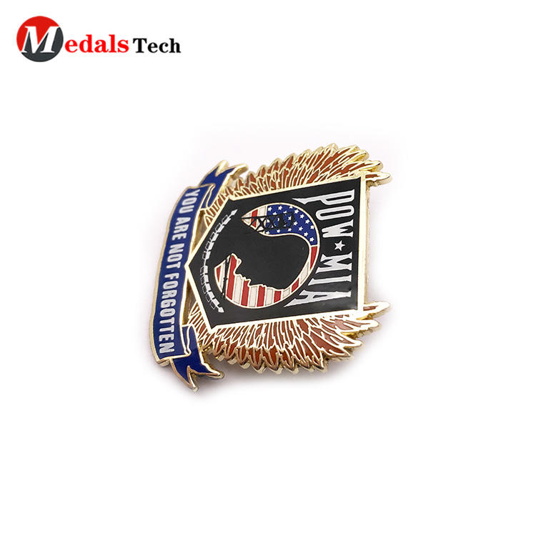 Hot selling gold plated zinc alloy lapel pin for clothes
