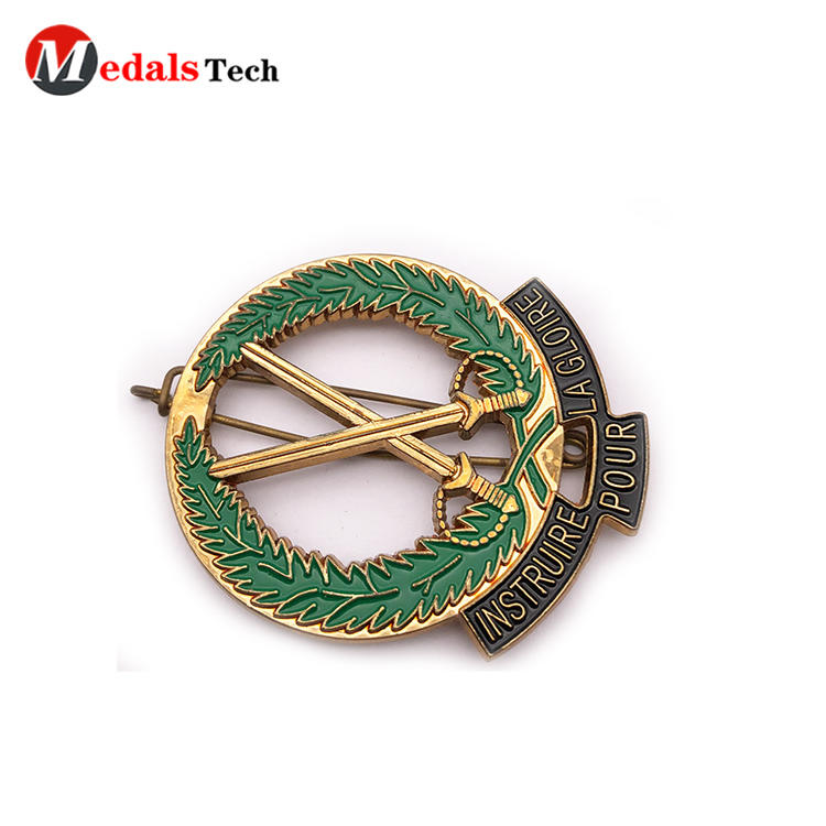 High quality gold plating cut out metal  badge with safe pin