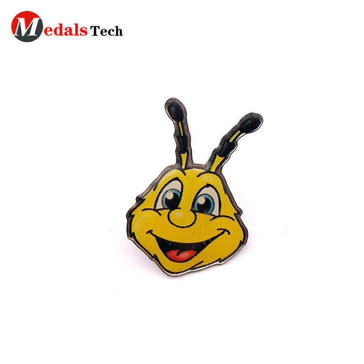 Factory price cute beer shape zinc alloy badge with epoxy sticker