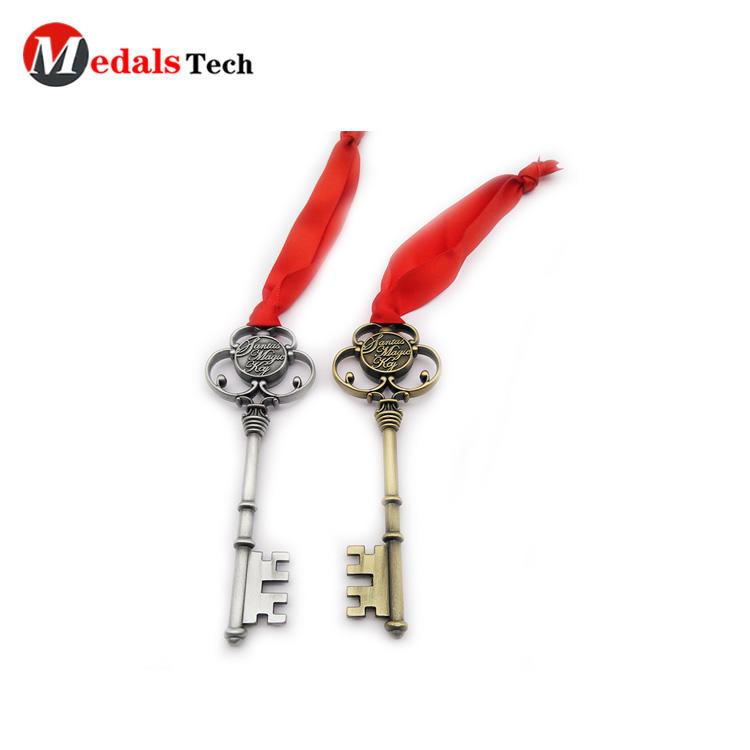 Creative stylish Christmas style antique plating  souvenir gift keychain