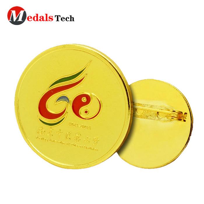 Wholesale safety pin nice shinny gold enamel logo school tin badge