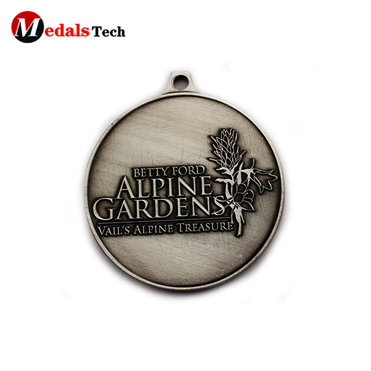 Cheap promotional engraved logo antique silver souvenir medals