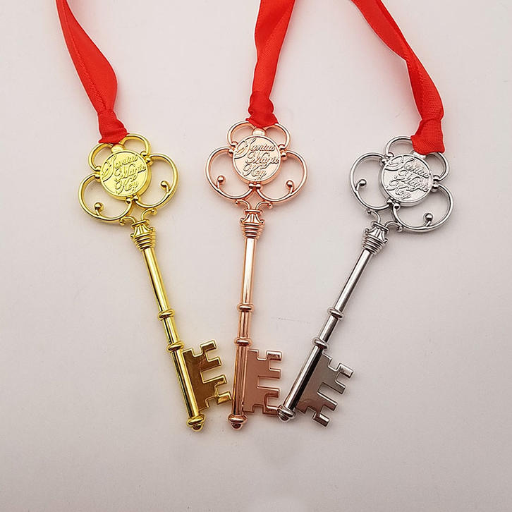 Wholesale In Stock 2020 Popular Metal 3D Cut Out Antique Silver Christmas Key with Red Ribbon