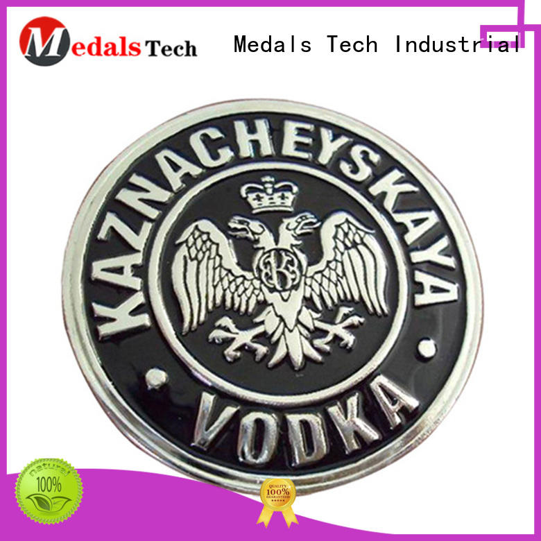 High quality metal custom soft enamel embossed logo nameplate for clothes