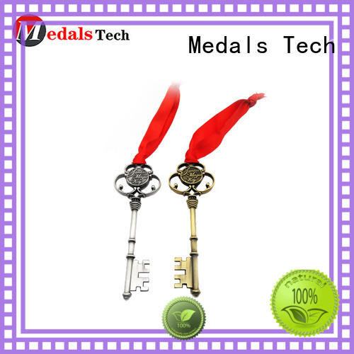 Medals Tech plated keychain supplies customized for adults