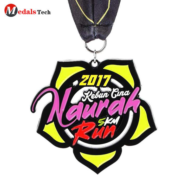 Fashion cheap custom soft enamel snowflake half marathon sports race gold medal