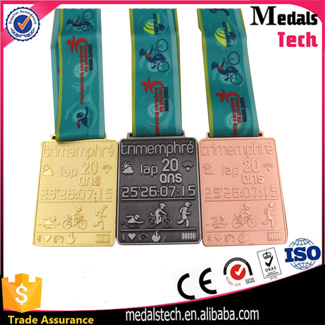 Zinc alloy die casting custom silver 5k finisher running awards medal